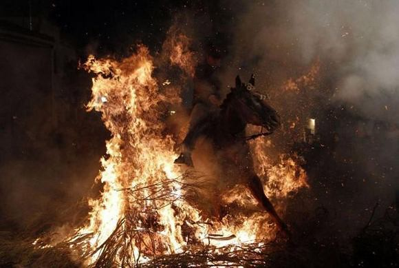 horses-through-the-fire-10