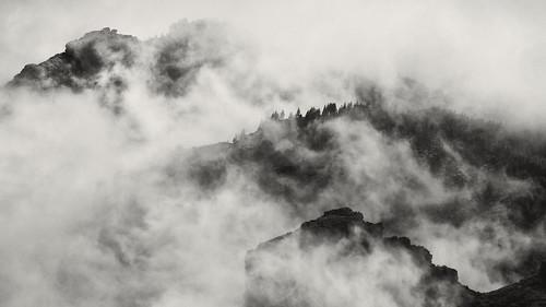 [フリー画像] 自然・風景, 山, 霧・霞, 201105230500