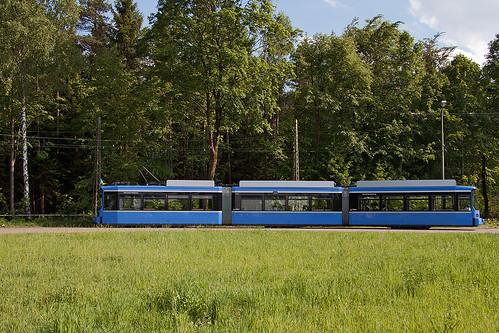 Der 2125 steht in der Schleife Großhesseloher Brücke