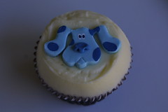 IMG_9458 (KissMyCupcake) Tags: blue red cheese pretty purple princess chocolate cream velvet dora cupcake vanilla topper fondant bluesclue kissmycupcake
