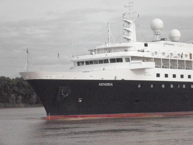 Minerva Cruise Ship leaving Bordeaux - P6160041