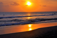 Golden Rays {Explore} (Eustaquio Santimano) Tags: sunset bali indonesia de golden surfing ku rays ta seminyak bej thegreatshooter