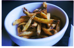 SEASONED FRIES (La Branĉaro) Tags: olympus om1 om 1 zuiko50mm 50mmf18 fuji film 35mmfilm pro400h 400h scanjet4670 hpscanjet badscan grainy grain selfscanned summerfood food austin texas restaurant localfood eatlocal meal fries frenchfries pommesfrites frites 34thstreet cafe 34thstreetcafe bokeh shallow depthoffield dof