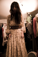 l'altra razza del rock (ManuelaUster) Tags: woman flower girl vintage hair belt dress move provenza reuse giambol