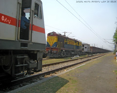 P7 meets DM 3A (Raj Kumar (The Rail Enthusiast)) Tags: electric diesel loco goods raj sindri kumar irfca 30206 wap7 wdm3 indianraiways patherdih 18821r
