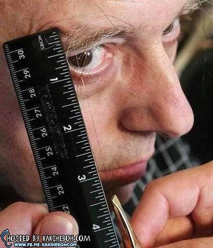 Worlds-Longest-Eyebrow-Leonard-Traenkenschuh