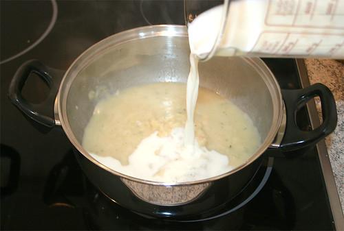 23 - Milch & Sahne beigeben