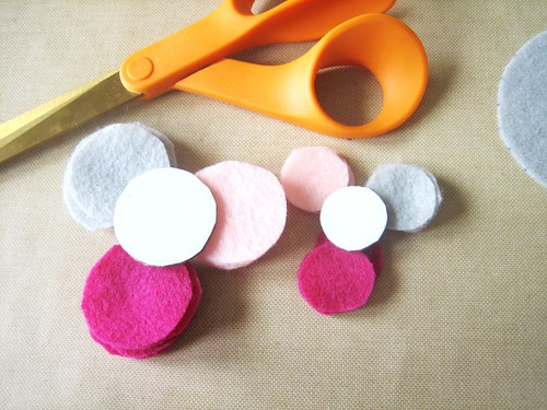 Felt Flower Brooch - Cutting Felt Circles