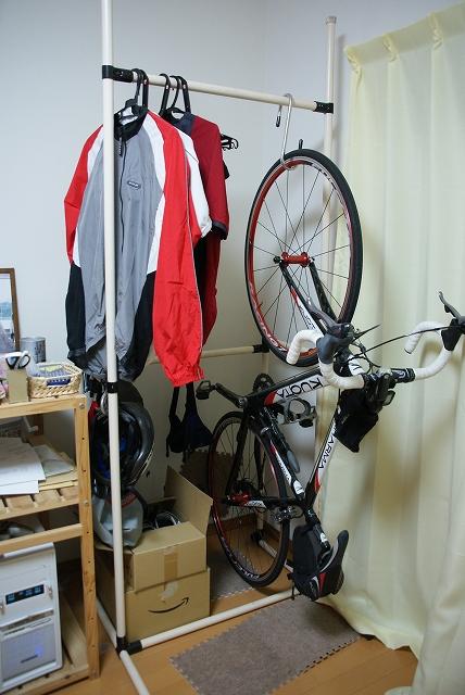 自転車の 自転車ラック 自作 イレクター : 室内にクロスバイク等の自転車 ...