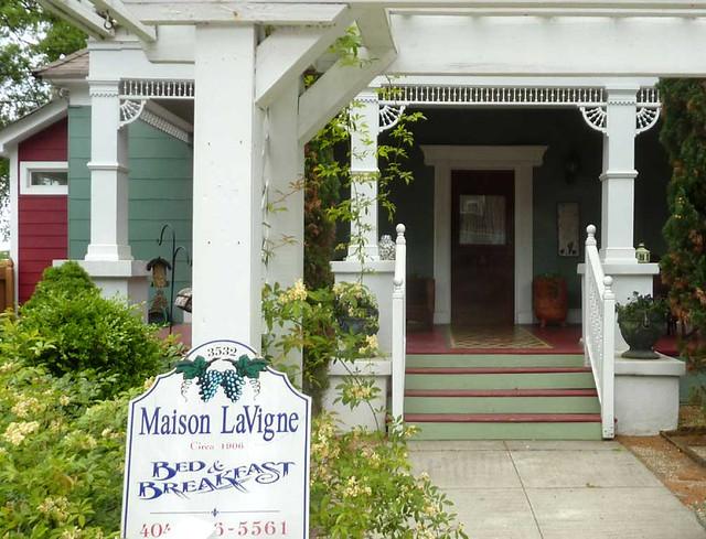 P1090885-2011-04-15-Hapeville-S-Funton-Ave-Maison-LaVigne-BnB-detail
