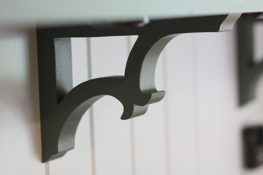 shelf bracket detail