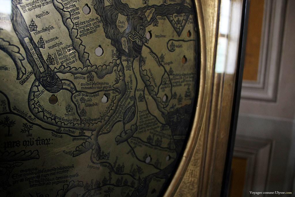 Ancienne carte en métal