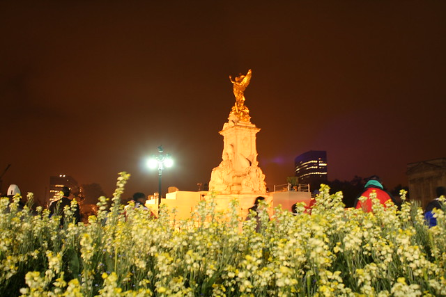 Queen Victoria Memorial at night