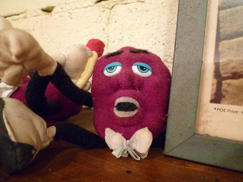 変な顔の人形