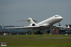 M-GBAL - 9210 - Private - Bombardier BD-700-1A10 Global Express - Luton - 100609 - Steven Gray - IMG_3514