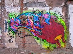 (alterna ) Tags: chile santiago muro girl graffiti mujer chica magic centro ciudad nia urbano boba ser graff muralla pintura magico flotar amunategui alterna alternativa 2011 femm sisti sistifranz superboba amuantegui alternaboba
