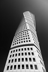 Turning Torso (espinozr) Tags: bw holiday building byn primavera delete2 spring sweden geometry weekend edificio calatrava 102 save10 antonio scandinavia 70 malm vacaciones sweeden santiagocalatrava suecia lived gladys 24105 turningtorso twistingtorso 2011 geometra fav10 escandinavia giap save11 cool7 iceboxcool unanicool savedbythehotboxuncensoredgroup