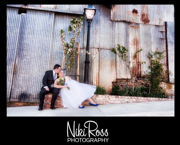 bride-groom-lightpost