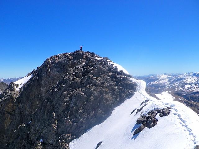 Madclimber en la cumbre de La Munia. Foto: Pedro