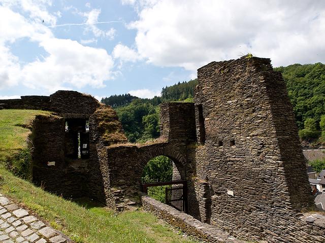 Ruïnes  feodaal kasteel  La Roche-en-Ardenne