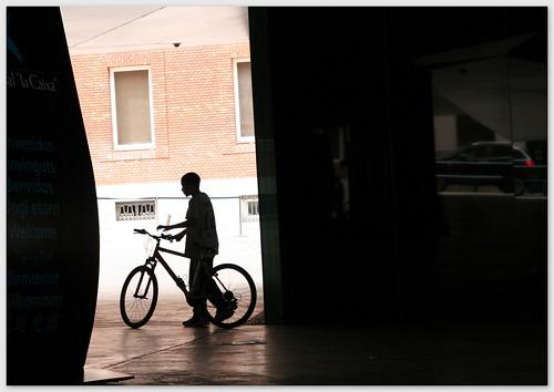 20110609 chico con bicicleta