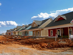 new houses under construction (by: Je Kemp, creative commons license)