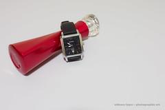Parfum 2 (Aldenes Lopes) Tags: macro nikon d5200 relógio clock parfum backgroud white red vermelho 1855mm