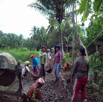5559984915 41860545a4 Menggali Swadaya, Tingkatkan Kualitas Infrastruktur