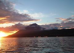 Pico =) ((= Ana =)) Tags: light sunset pordosol sea sky color colour clouds landscape boats botes boat mar europa europe barcos paisagem atlantic pico nuvens braco cor azores lajes regata atlantico aores lajesdopico