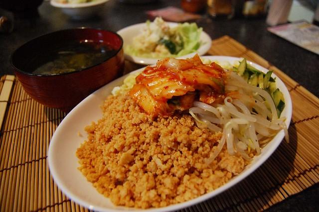 同居人が作った韓国風な鶏そぼろな五色丼が美味い! #jisui