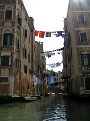 IMG_3289 (D. Soto) Tags: canals clotheslines