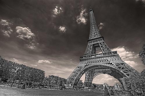 フリー写真素材, 建築・建造物, 塔・タワー, エッフェル塔, フランス, パリ, モノクロ写真,