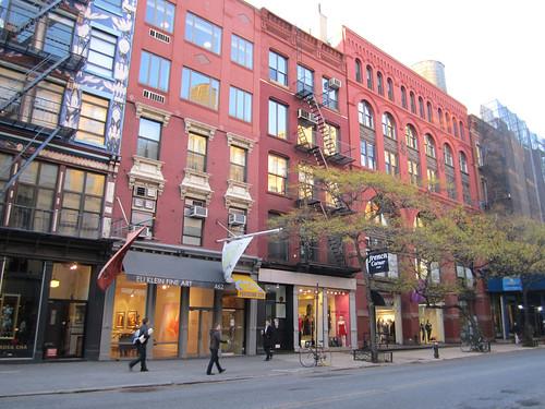 Broadway, NYC (by: La Citta Vita, creative commons license)