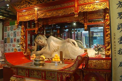 Der liegende Buddha auf dem Weg ins Nirvana aus einem einzigen Stück Jade geschnitzt ist Namensgeber des Jadebuddhatempels.