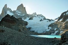 Los ltimos rayos del sol... (juannypg) Tags: patagonia santacruz argentina agua nieve paisaje viento andes sur soledad hielo rocas cordillera picos montaas piedras glaciares austral cerrotorre lagunadelostres elchaltn montefitzroy montepoincenot