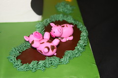 """Fondant pigs • <a style=""""font-size:0.8em;"""" href=""""http://www.flickr.com/photos/60584691@N02/5624936371/"""" target=""""_blank"""">View on Flickr</a>"""