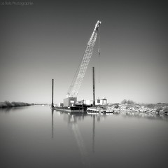 I / I (Le***Refs *PHOTOGRAPHIE*) Tags: bw white black reflection tower water square canal nikon crane nb reflet hdr grue travaux carr camargue rhone d80 1024mm petitrhone lerefs