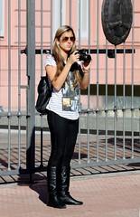 Fotografa (carlos_ar2000) Tags: street woman sexy argentina girl beauty calle mujer buenosaires photographer chica watching blonde montserrat rubia bella mirada glance fotografa
