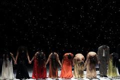Fr/Para/For Pina Bausch (Lucille Kanzawa) Tags: brazil brasil dance dancers sopaulo dana dana tenchi danarinos pinabausch ensaiogeral teatroalfa generalrehearsal tanztheaterwuppertal
