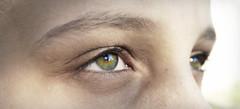 Regard d'enfant (mistergringo) Tags: vert yeux cil sourcil noiretblancpartiel
