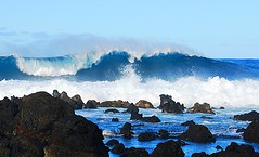 PACIFIC OCEAN... giant waves (vermillion$baby) Tags: ocean california blue sea white seascape water danger landscape hawaii rocks surf waves pacific wind wave maui cliffs international pacificocean coastal vista coastline acqua surge 2009 rockformations 2010 hawaiinislands maui10 dynamicblue maui09 tropicblue turbalence