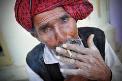 Bidi Smoker (Leonid Plotkin) Tags: india man asia smoke smoking turban smoker bidi kutch kachchh naliya