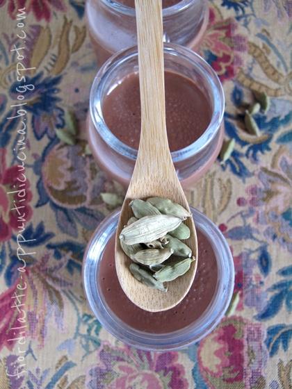 Budino al cioccolato fondente e cardamomo