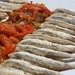 Boquerones fritos con ensalada de pimientos asados