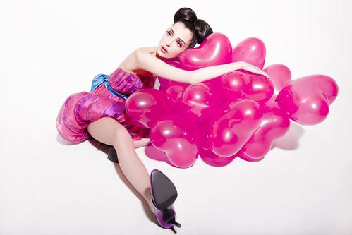 フリー写真素材, 人物, 女性, ファッション, 風船, ハート,