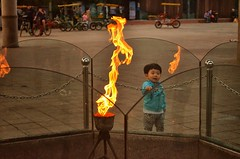 kid lookin into olympic torch (arunmg) Tags: reflection kid korea seoul olympicpark olympictorch flickrandroidapp:filter=none