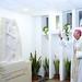 Beer Miklós váci megyéspüspök megáldja a Szent Lázár feltámasztása című szobrot a salgótarjáni Szent Lázár Megyei Kórház aulájában
