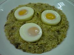 rizzotto con hongos y huevos molde 496