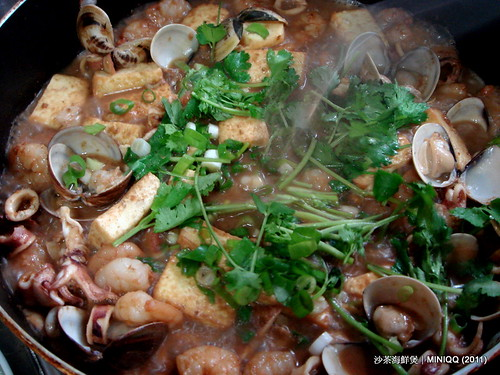 20110405 沙茶海鮮煲_13 加入香菜及蔥