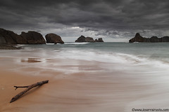 A day of storms / Un dia de tormentas (Joserra Irusta) Tags: morning costa storm maana beach clouds sunrise reflections coast sand shorelines playa cliffs arena amanecer nubes tormenta olas cantabria reflejos acantilados wawes canon1740f4l liencres marcantabrico cantabricsea rompientes joserrairusta costaquebrada canoneos5dmkii wwwjoserrairustacom playadecerrias